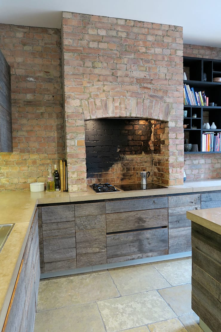 Bespoke Kitchen:  Built-in kitchens by A2studio