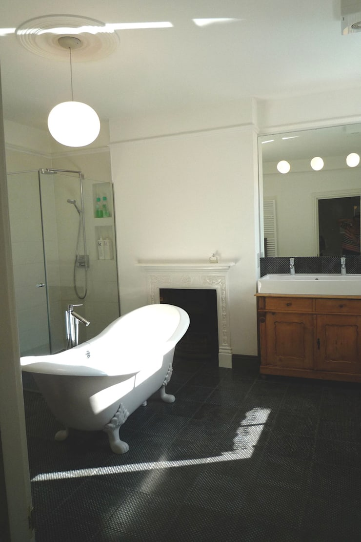 Bathroom:  Bathroom by A2studio