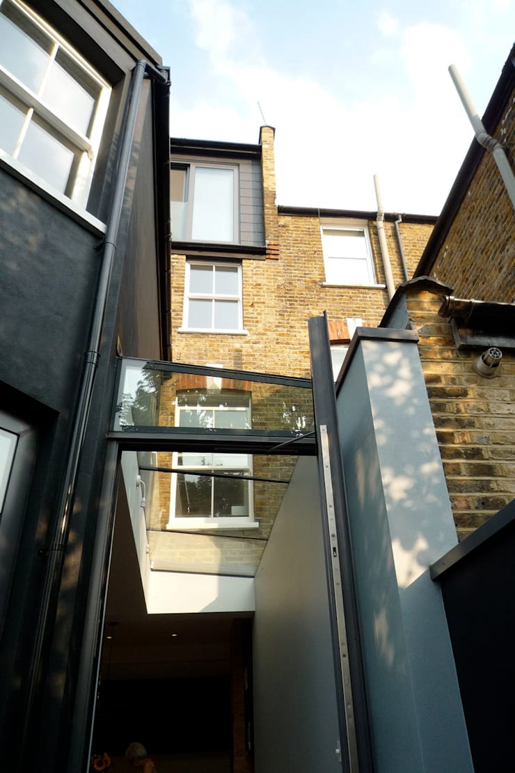 Frameless Glass Extension:  Terrace house by A2studio