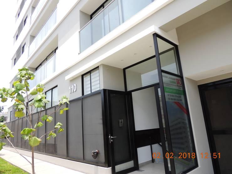 Residencial Marsano: Casas multifamiliares de estilo  por Prototype Arquitectos S.A.C.,