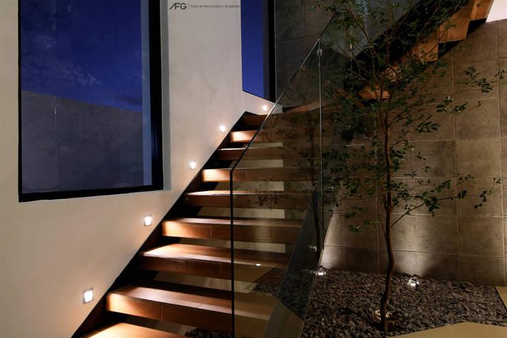Escalera: Escaleras de estilo  por AFG Construcción y Diseño