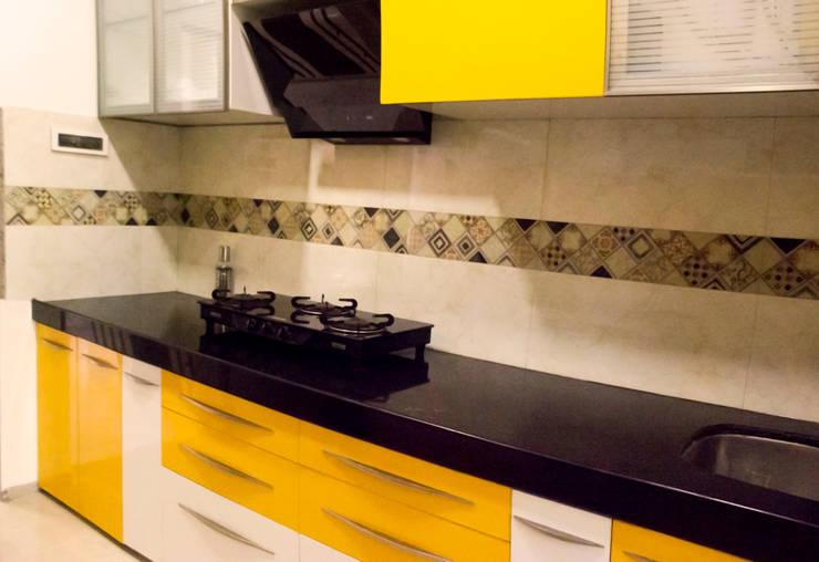 Residential Interior of 2bhk: modern Kitchen by ENTWURF