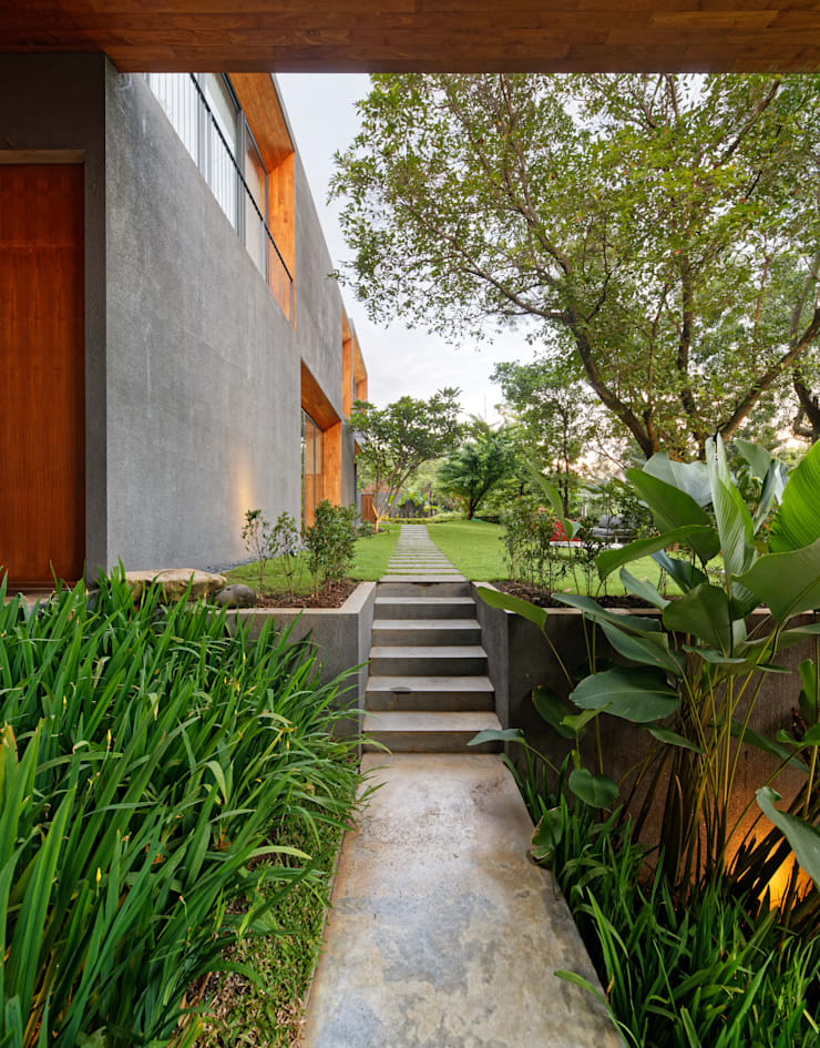 House of Inside and Outside:  Houses by Tamara Wibowo Architects