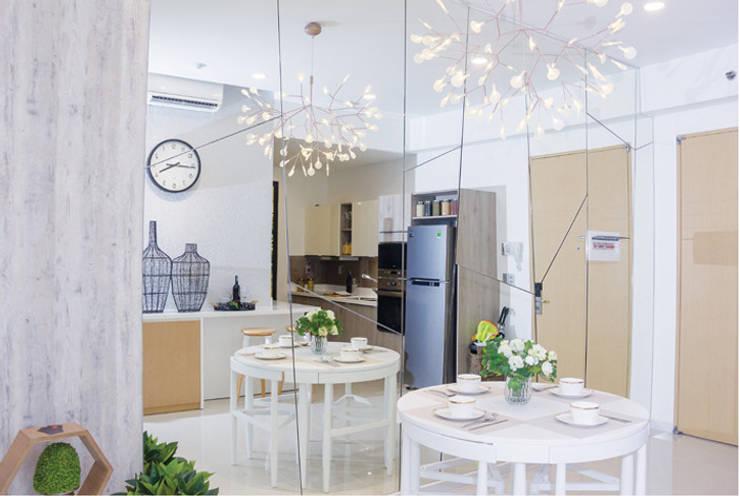 Phòng bếp rộng rãi:  Phòng ăn by Công ty TNHH Thiết Kế Xây Dựng Song Phát