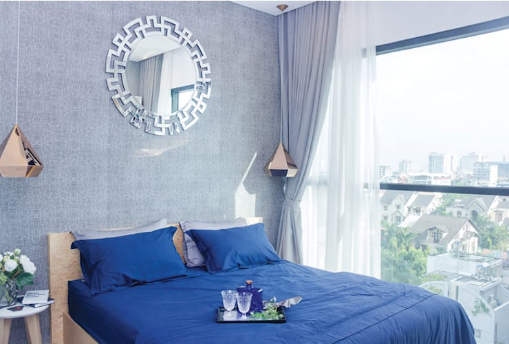 Góc nhìn hướng ra phía ngoài mang lại không gian vô cùng thoáng đãng.:  Phòng ngủ by Công ty TNHH Thiết Kế Xây Dựng Song Phát