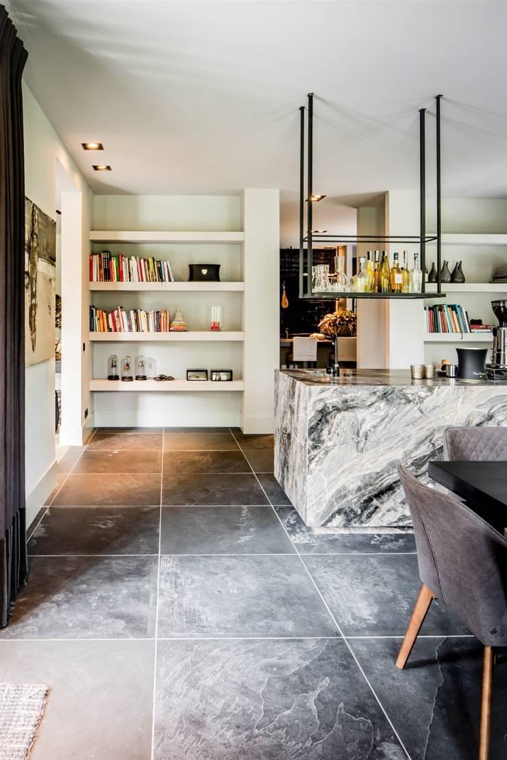 bosvilla  //  Blaricum:  Keukenblokken door Studio FLORIS, Landelijk