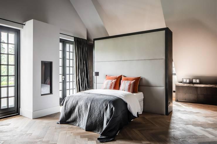 bosvilla  //  Blaricum:  Kleine slaapkamer door Studio FLORIS, Landelijk