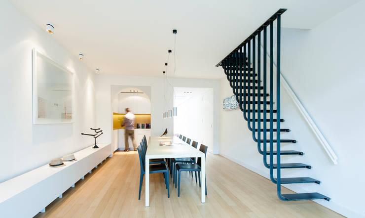 Woonhuis Prinsengracht:  Eetkamer door Bas Vogelpoel Architecten
