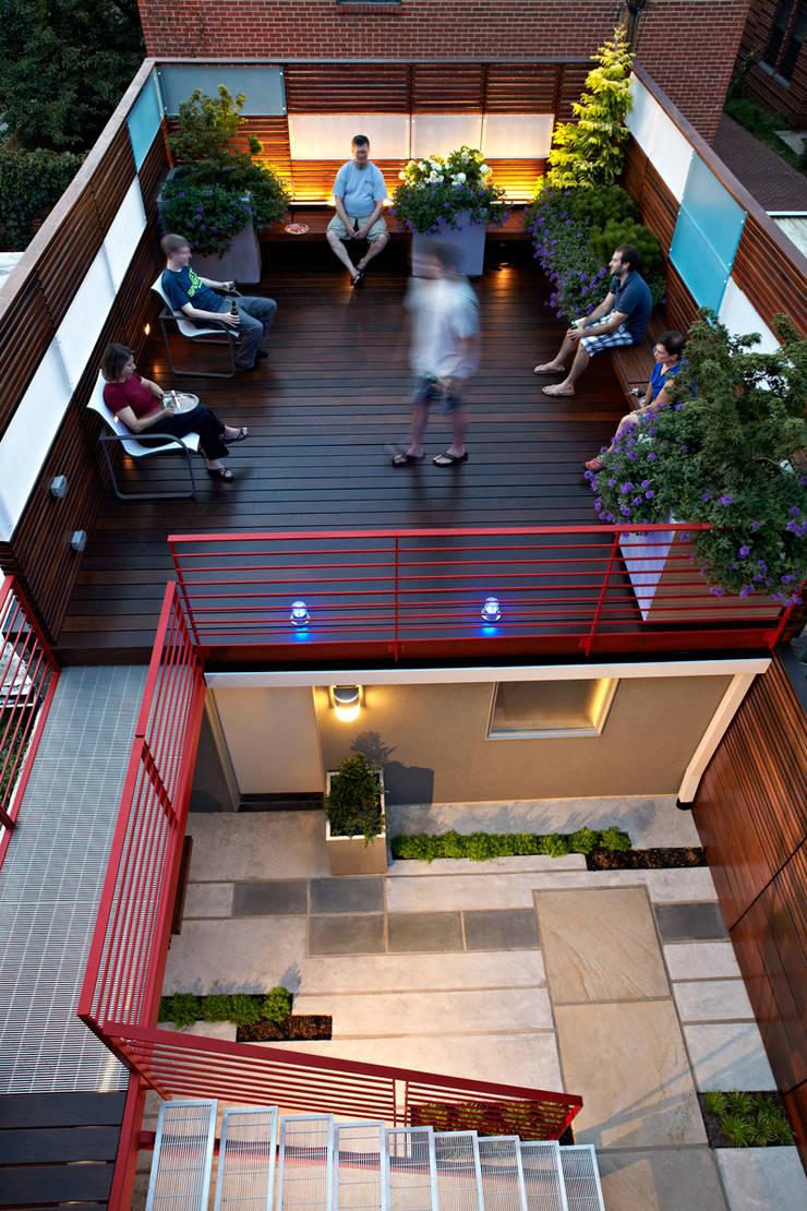 E Street:  Patios & Decks by KUBE Architecture