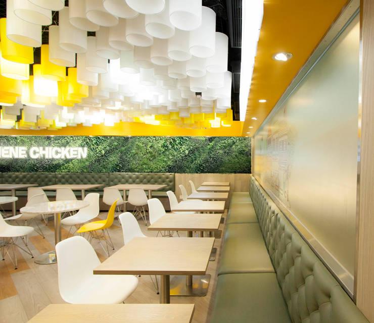 Espacios comerciales de estilo  de TheeAe Architects, Moderno