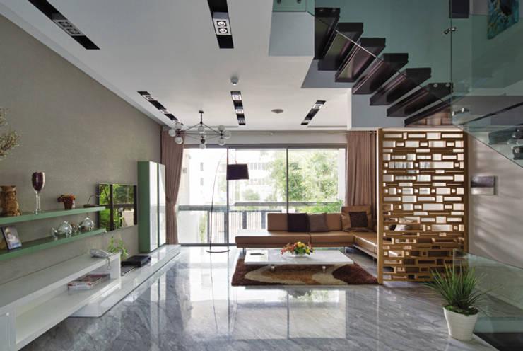 Phòng khách với thiết kế mở rộng rãi.:  Phòng khách by Công ty TNHH Thiết Kế Xây Dựng Song Phát