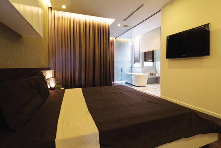 Phòng ngủ chính dành cho bố mẹ.:  Phòng ngủ by Công ty TNHH Thiết Kế Xây Dựng Song Phát