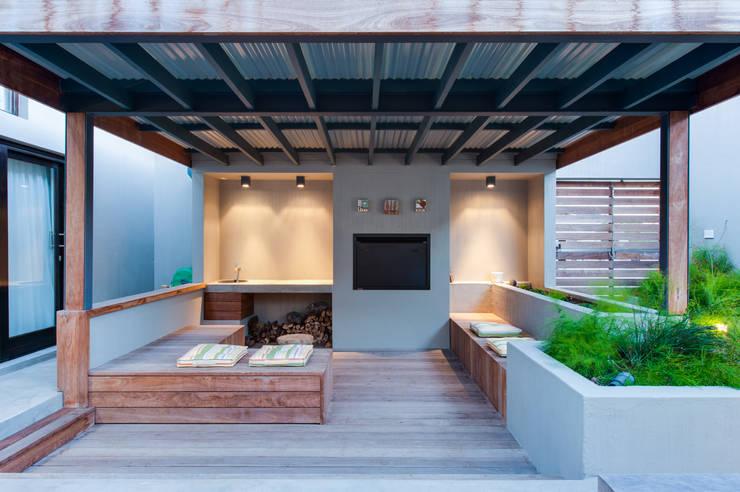 Patio:  Patios by JBA Architects