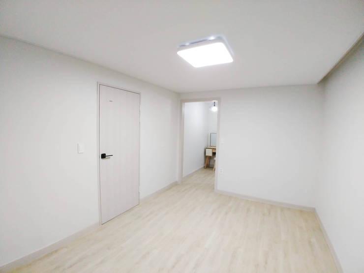 고창 동리로 단독주택 리모델링: 더하우스 인테리어의  방