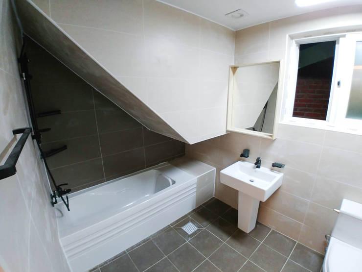 고창 동리로 단독주택 리모델링: 더하우스 인테리어의  욕실