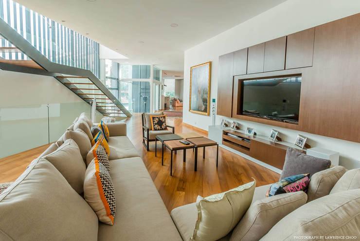 Family Room:  Media room by MJKanny Architect