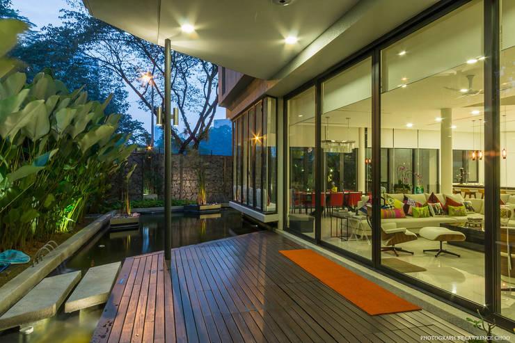 Bungalow (New Build) in Raja Chulan, Kuala Lumpur:  Roof by MJKanny Architect