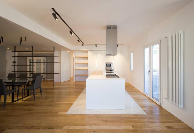 La parete cucina: Cucina in stile  di GD Architetture