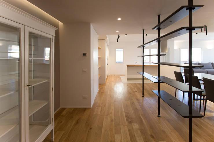 L'ingresso: Ingresso & Corridoio in stile  di GD Architetture
