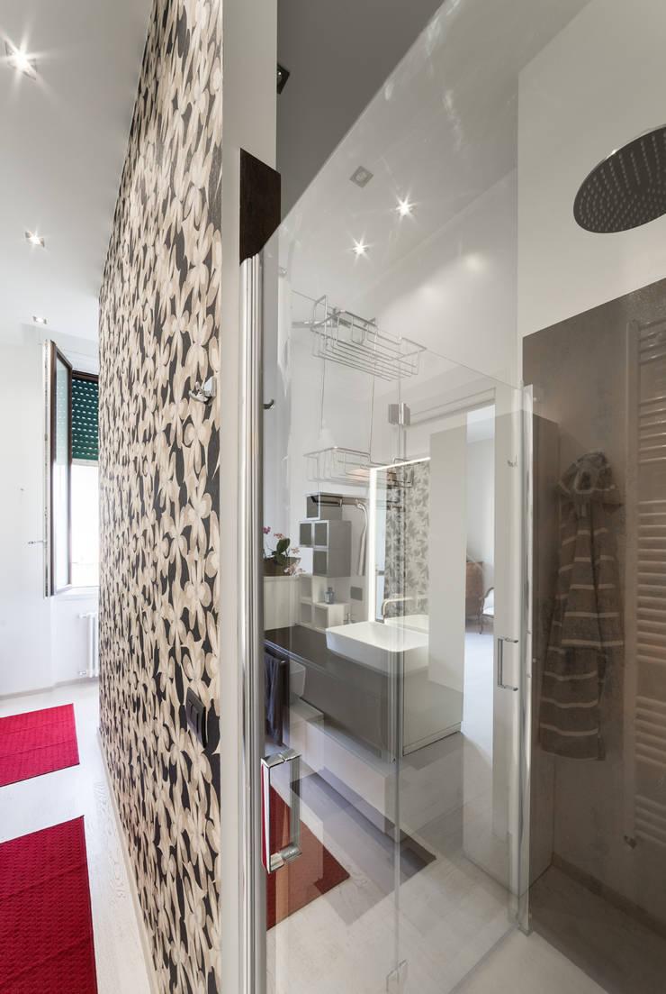 Bathroom by Annalisa Carli , Eclectic Wood Wood effect