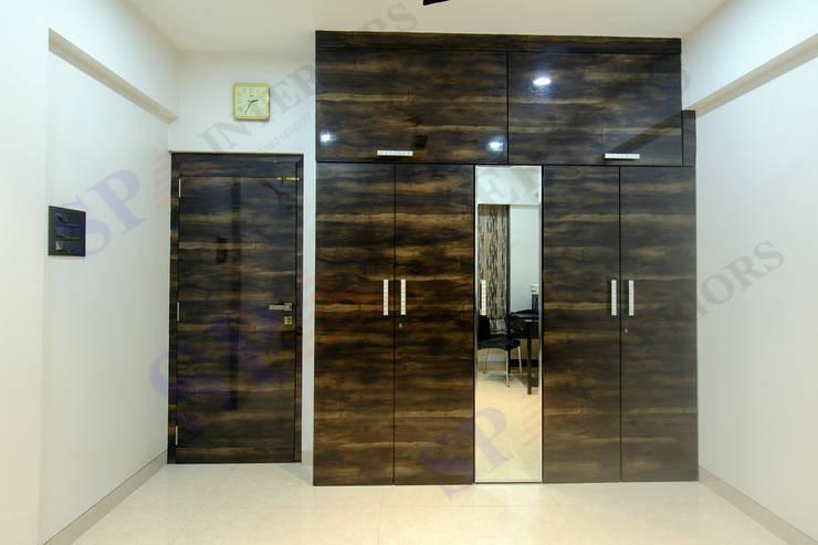 Bhadresh Jhaveri:  Dressing room by SP INTERIORS