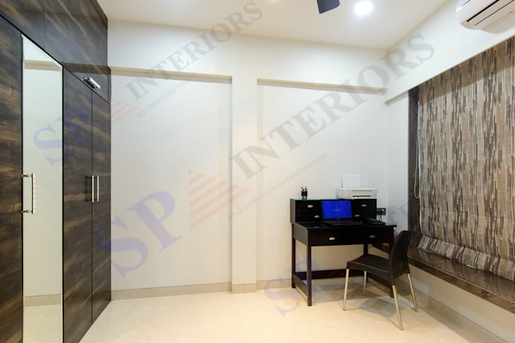 Bhadresh Jhaveri:  Corridor & hallway by SP INTERIORS