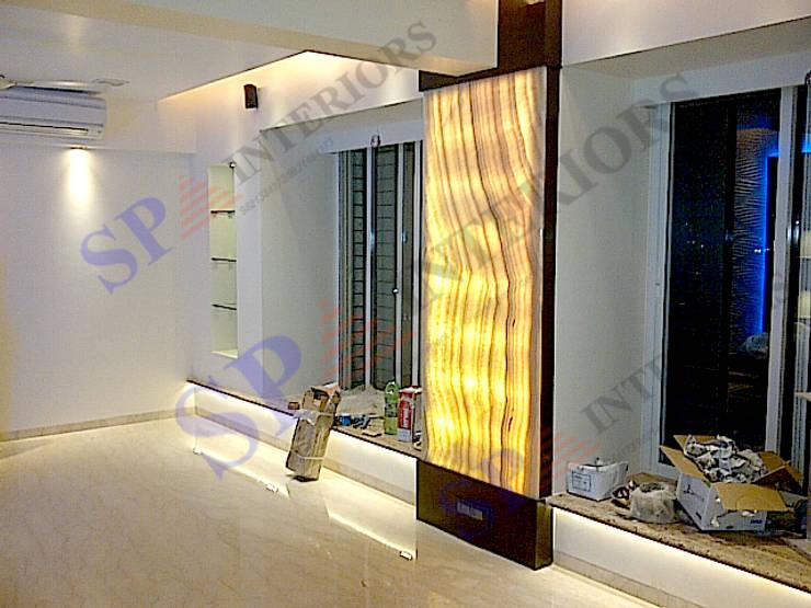 Vibha Hegde:  Corridor & hallway by SP INTERIORS