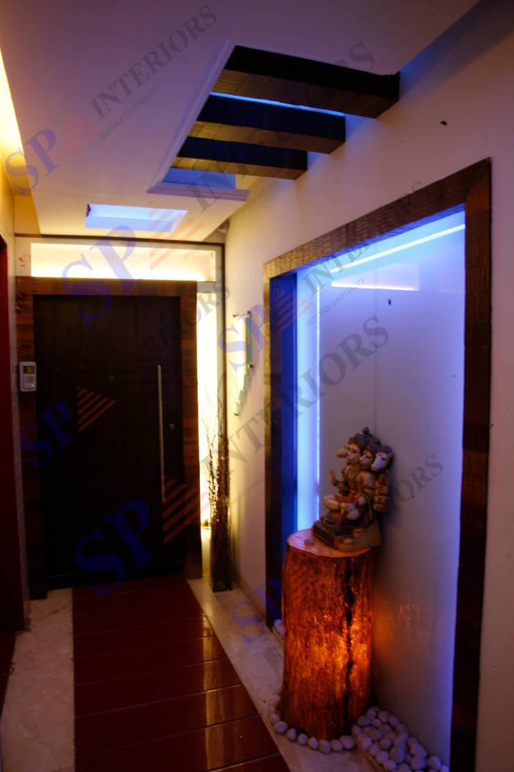 Shalin Jain:  Corridor & hallway by SP INTERIORS
