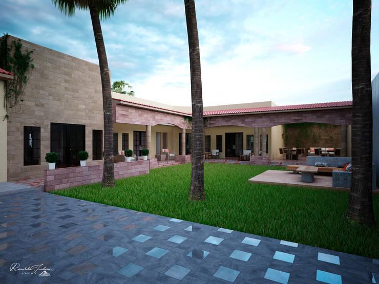 Patio Central: Casas de estilo colonial por Grupo ARK