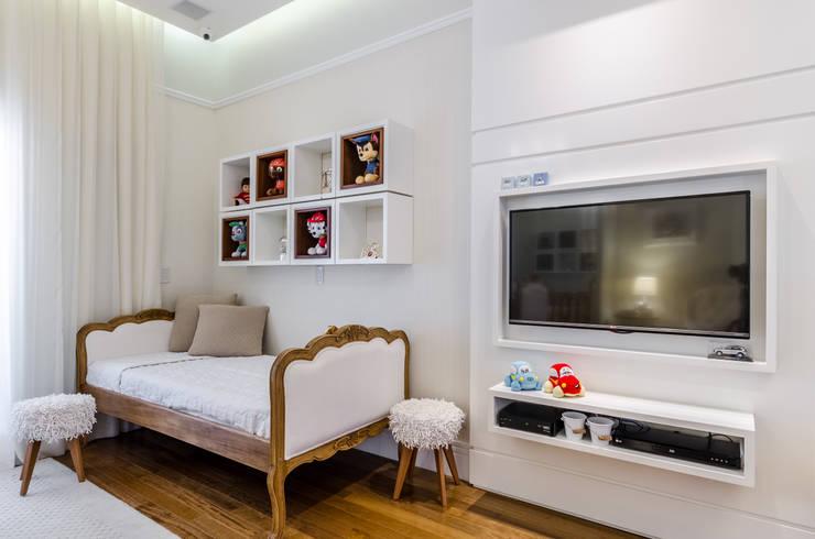 dormitório do BB: Quartos de bebê  por okha arquitetura e design