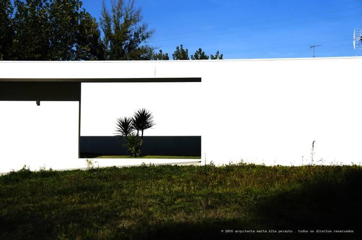 Moradia Unifamiliar: Moradias  por Marta Zita Peixoto - Arquitectura