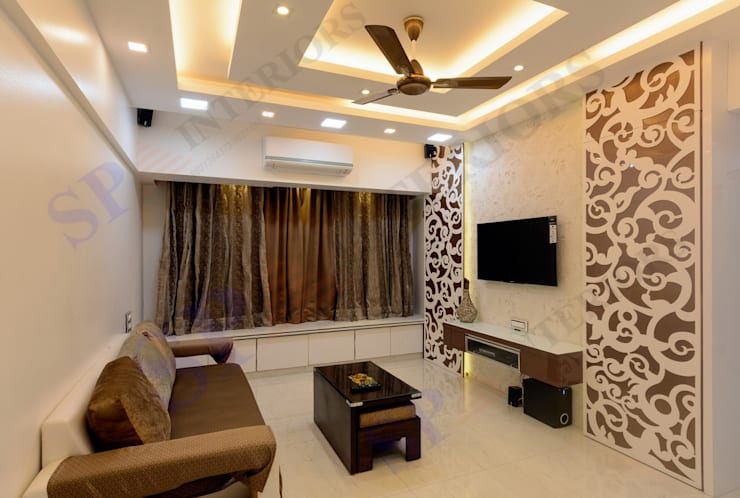 Rikin bhai:  Living room by SP INTERIORS