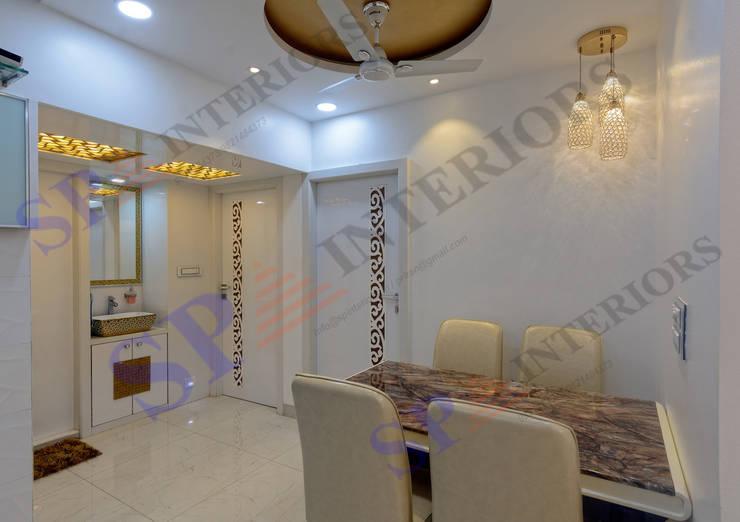 Rikin bhai:  Dining room by SP INTERIORS