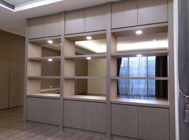 隔間櫃:  書房/辦公室 by 紅帥設計