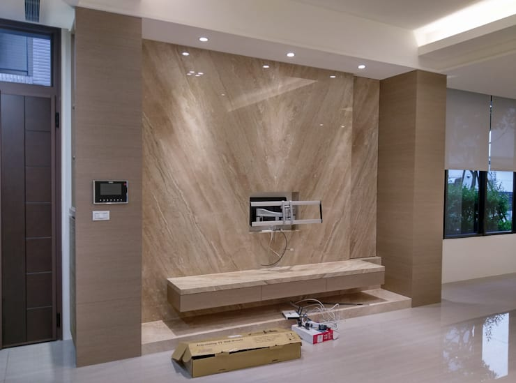 電視牆:  客廳 by 紅帥設計