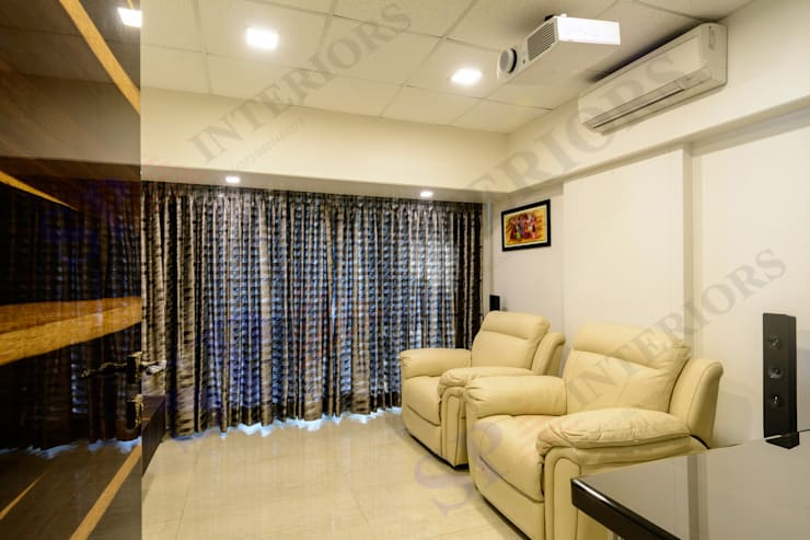 Ajay Bali:  Living room by SP INTERIORS
