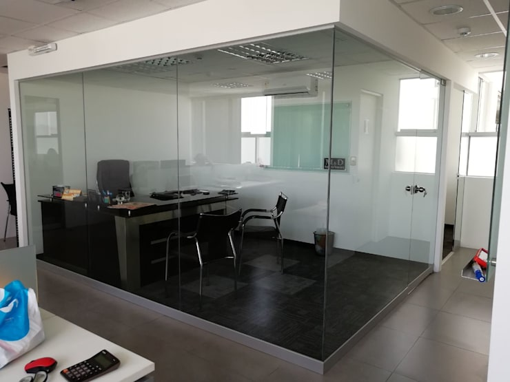 Gerencia: Oficinas de estilo  por Soluciones Técnicas y de Arquitectura