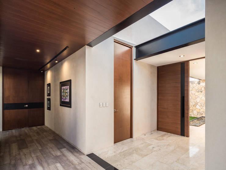 Corridor & hallway by P11 ARQUITECTOS