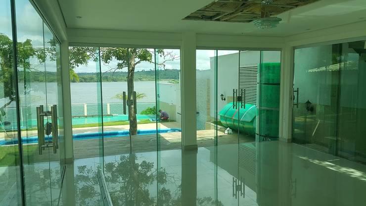 Casa em Contêiner Marítimo-Maranhão: Corredores e halls de entrada  por Plaster Construções Inteligentes