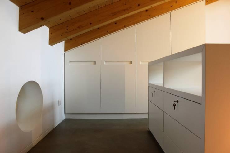 Camera Da Letto Rustica Moderna : Arredamento su misura camera da letto in trentino alto adige
