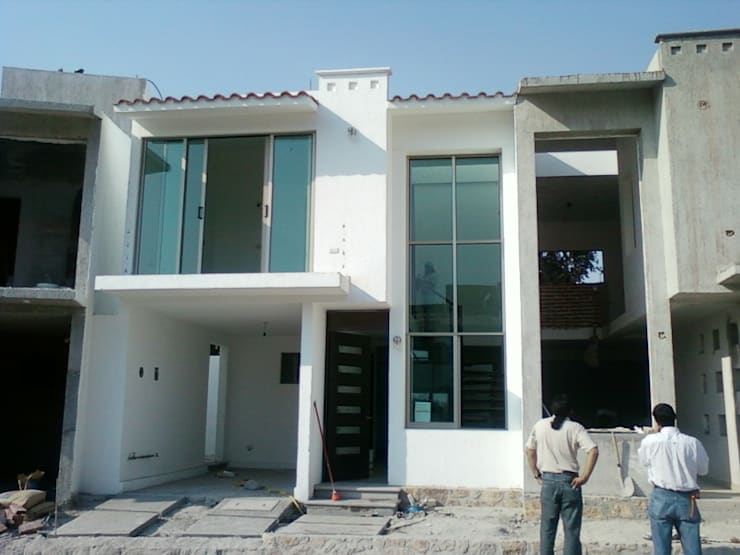 Fachada Principal: Casas multifamiliares de estilo  por D&E-ARQUITECTURA