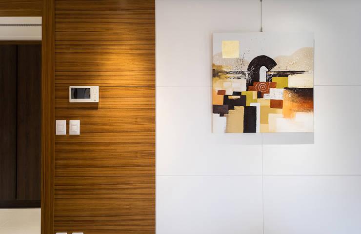 Wohnzimmer von 松泰室內裝修設計工程有限公司