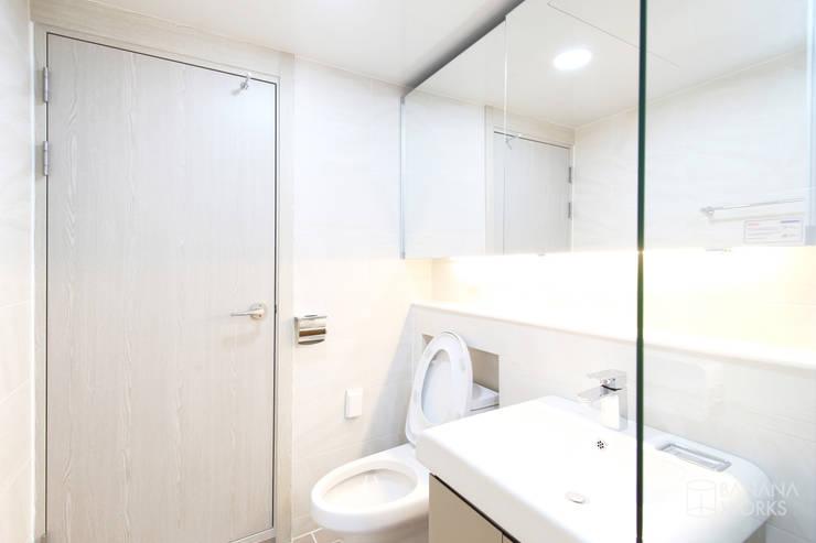 성내동 퀸즈빌 인테리어 리모델링(18py): 바나나웍스의  욕실