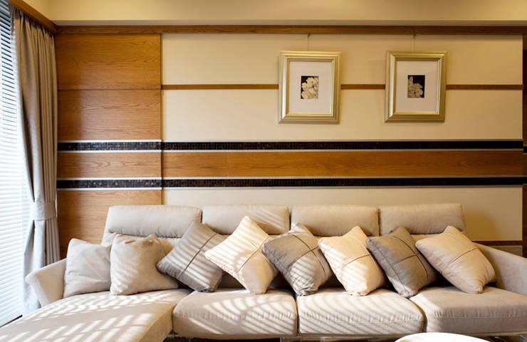 簡:  客廳 by 松泰室內裝修設計工程有限公司