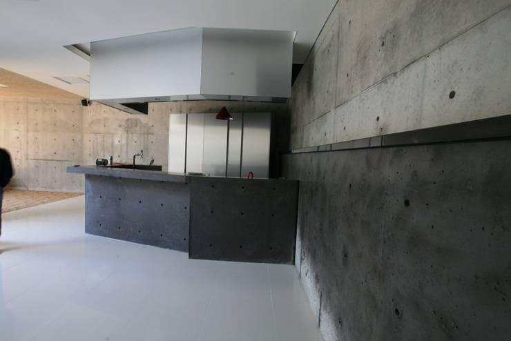 용설리 지하주택 인테리어: 알엠코리아의  주방