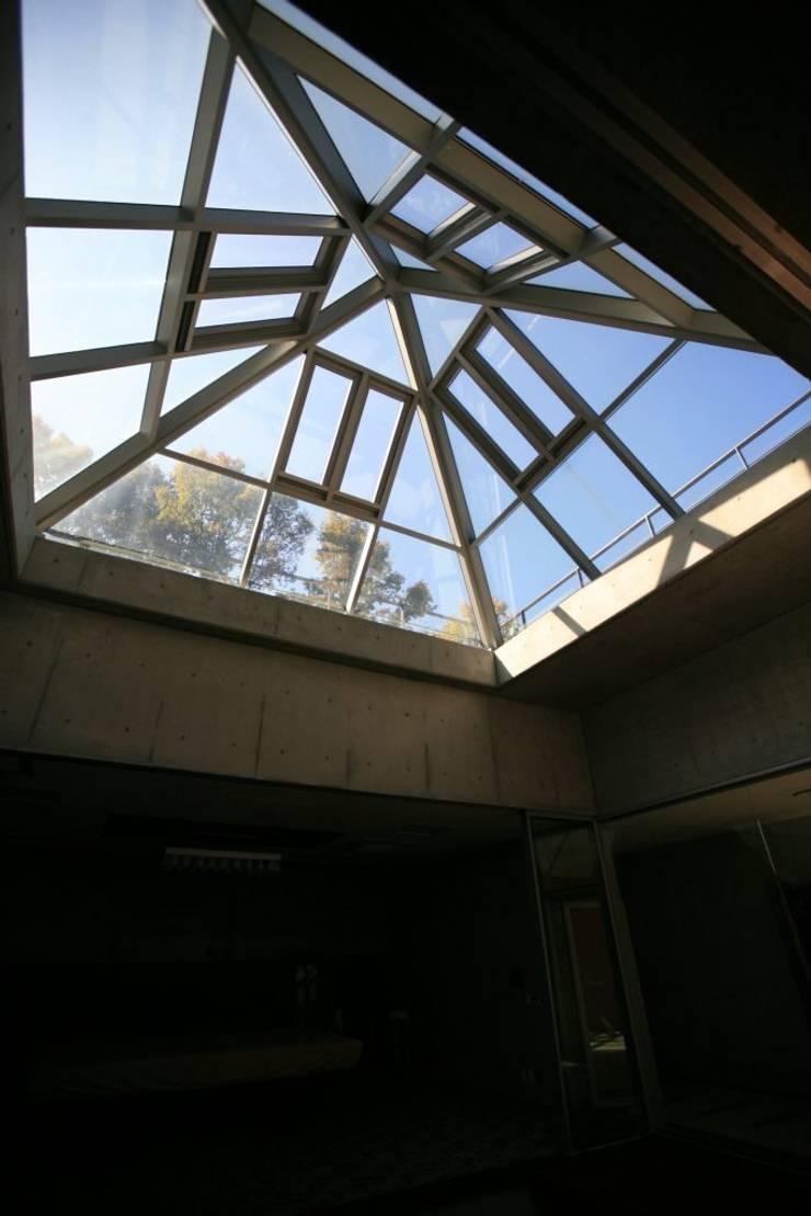용설리 지하주택 인테리어: 알엠코리아의  거실