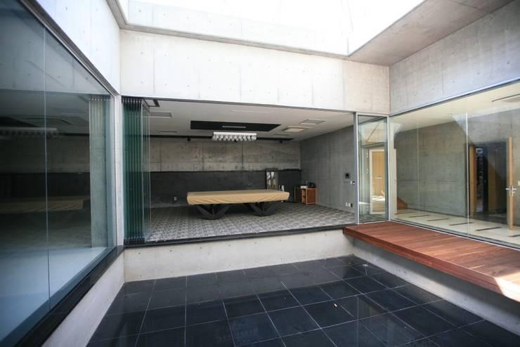 용설리 지하주택 인테리어: 알엠코리아의  다이닝 룸