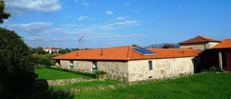 Projecto de Habitação Unifamiliar: Casas de campo  por Bigarquitectura