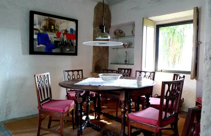 Projecto de Habitação Unifamiliar: Salas de jantar  por Bigarquitectura
