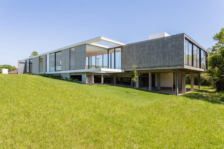 Nhà theo ArchDesign STUDIO, Hiện đại